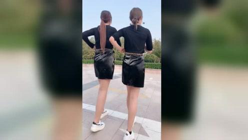 两姐妹花穿一步裙跳广场舞,摇起来好性感啊