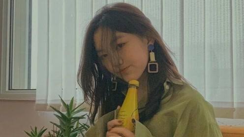 王菲女儿李嫣涂指甲油戴大耳环化了妆,成熟得像20岁