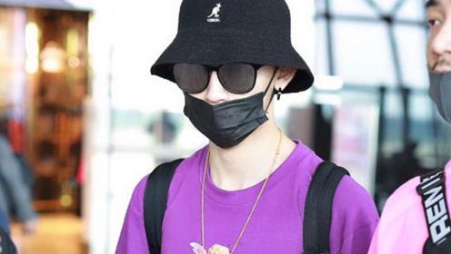 王一博和小鬼,同样是紫色造型,风格差距这么大?