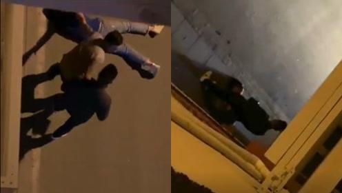 哭声揪人!四川甘孜一女子深夜街头遭殴打 警方:已介入调查