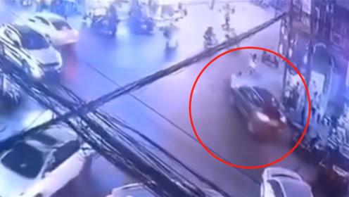 泰州一男子酒驾上路乱撞 致1人受伤多车受损