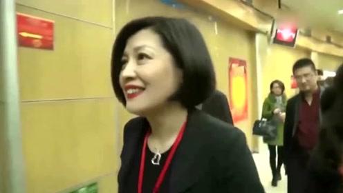 李咏去世不到1年,50岁哈文身体令人担心,经常失眠打特殊疫苗