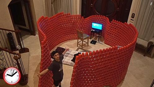 用1万个红色塑料杯搭建堡垒,还能通宵打游戏,网友:真会玩!