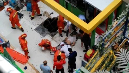 男子商场内5楼坠落 砸穿地板跌落至地下层生还