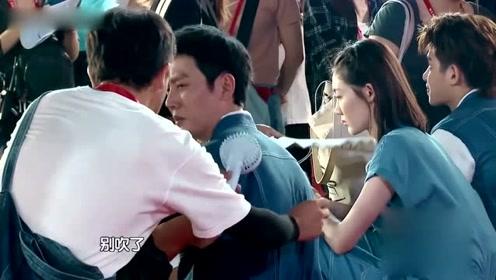 冯绍峰拒绝助理扇风,节目组怕他被骂耍大牌,用了十个字机智救场