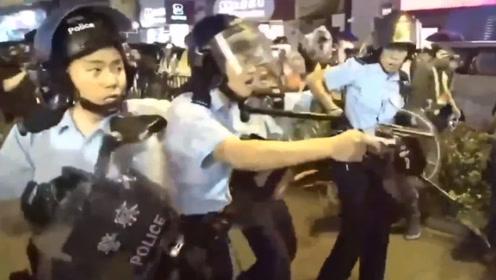 现场!香港警察被暴徒围殴开枪示警 歹徒刺伤警察瞬间画面曝光