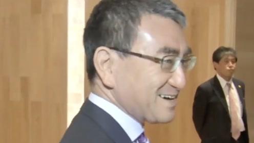 发现韩国记者使用日本相机 日本外相笑了