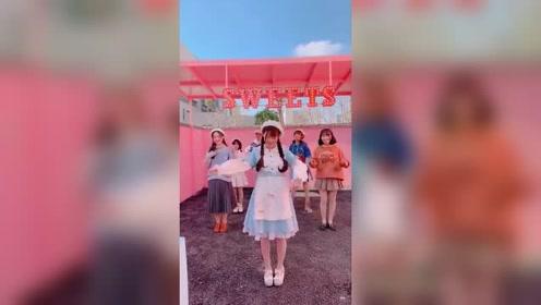 穿女仆装的小姐姐跳舞忘记动作耍赖太可爱了,第二遍就好多啦!