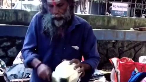 印度的切椰子大师,切椰子切出了不一样的感觉