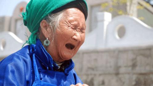 孕妇查出双胞胎,被婆婆赶回娘家,孩子出生后婆婆以泪洗面