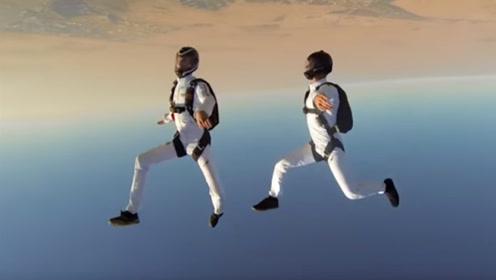 外国人少系列:迪拜高空跳伞特技表演,空中跳起双人舞