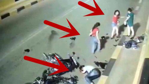 两电动车相撞,竟飞出5名妙龄女子,美女散落一地场面太惨了!