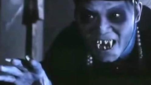情侣夜宿鬼屋碰上色鬼僵尸,林正英又不在,这下完蛋了!
