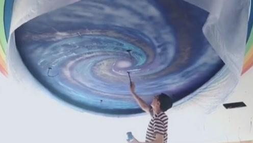 感动!山西美术老师耗费20天在教室画满星空,为给学生开学惊喜