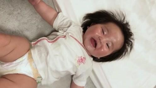 怎么会有这么可爱的宝宝!都快笑傻了,父母的开心果啊
