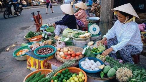 中国游客来越南农村旅游 看到女人们的生活感叹幸亏自己是中国人