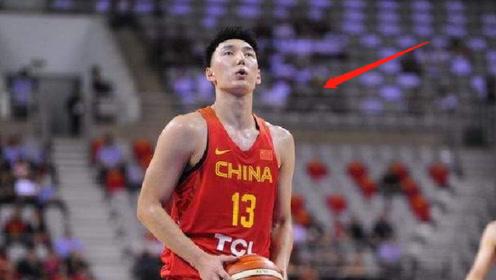 姚明注视下,他25秒连进4记3分,李楠却只让他上7.8秒!