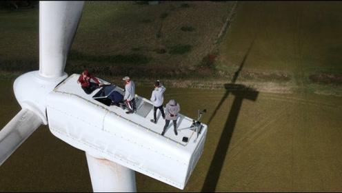国外风力涡轮机维修,过程就像攀岩,看完让人佩服!