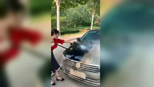 三千元买的三手车,洗干净后发现发大财了!这车至少能值十万元