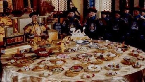 在饭菜里下毒杀皇帝难吗?溥仪说别逗了,看这么多年我吃的啥饭