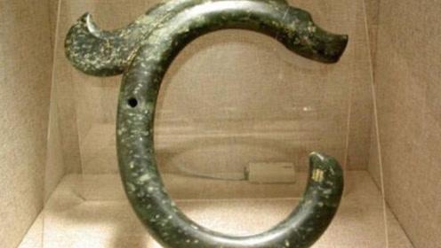 内蒙古老农挖出铁钩子,专家拿30元收购,十年后成国宝级文物