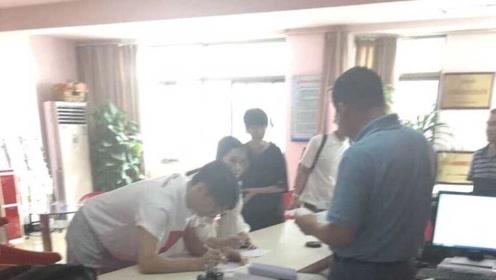 李荣浩杨丞琳合肥领证?疑似两人现身市政厅照片曝光