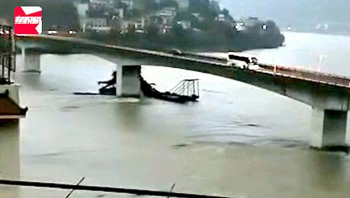 无人挖沙船失控顺江漂流,撞上汉江大桥桥墩瞬间断为两截