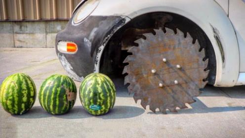 把轮胎换成锯片,汽车秒变切割器,下一秒瞄向了西瓜
