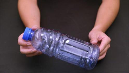 大口的塑料瓶不要扔,剪一刀放在卫生间,用途太棒了,快告诉家人
