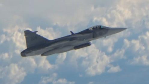 """俄核弹轰炸机遭北约5国战机拦截 近距离""""伴飞""""可见对方面孔"""