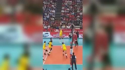 中国女排3:0完虐日本 她的发球让对方招架不住