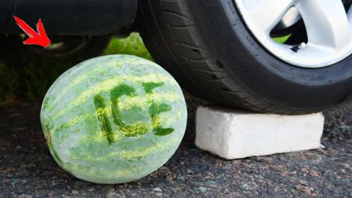 把西瓜放进液氮里冰冻,再用汽车碾压会怎样?结果让人意外!