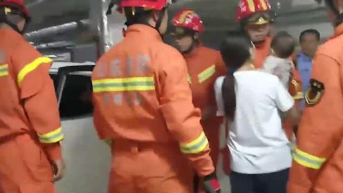 山东一名10个月大女婴被困车内 消防员到场救援才知是自家闺女