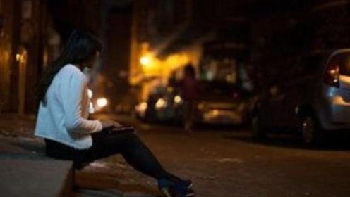 老外去东莞旅游,女人全都站在大马路上,做生意一天能赚多少钱?