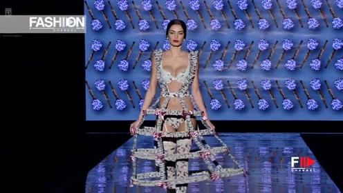 精简的连衣裙,大胆又前卫,散发迷人的魅力!