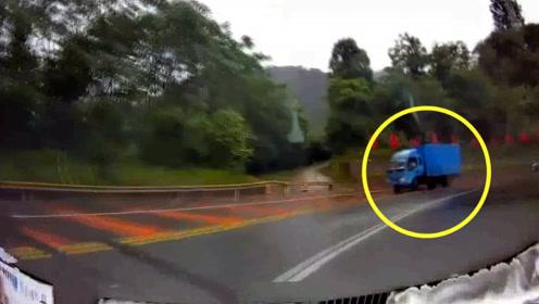 实拍:轿车无视导航提示 不减速进入弯道与对向货车硬碰硬