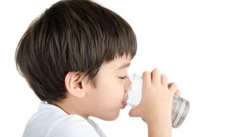 早上起床后能不能空腹喝水?现在明白还不晚,以后可别再乱喝了
