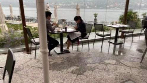 网友意大利偶遇霍启刚郭晶晶用餐 二人各玩手机无交流