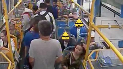 2扒手公交车窗帘作掩护,大爷给孙子准备的15000元学费被偷
