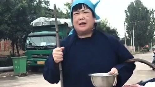 民间小调《哭得好可怜》,这嗓音好听极了,不输专业歌手!