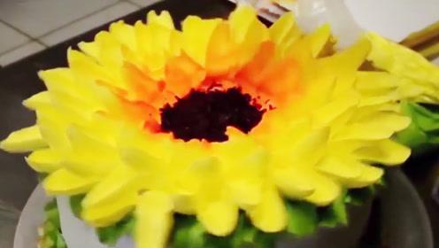 做一个向日葵蛋糕,过程倒放是啥样?