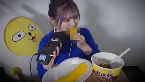 大胃王美女吃特制腌萝卜!一整个萝卜往嘴里塞!真恶心!