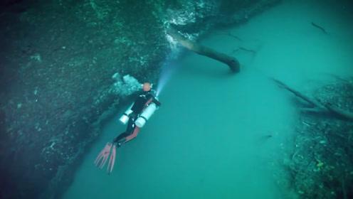 """男子潜水发现""""河中河"""",水下的白色河流,鱼都不敢往前游"""