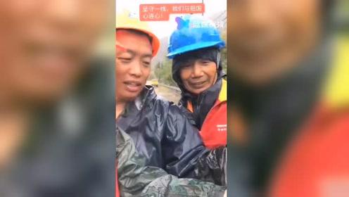 工作间隙,不忘看国庆直播。浙江广电中国蓝,蓝媒视频。