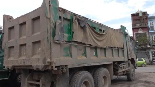 小伙用100公斤高压水枪冲车,水枪接触卡车瞬间,场面极度舒适