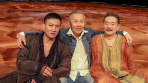 63岁陈道明和濮存昕、胡军同框 4个月头发竟然全白了