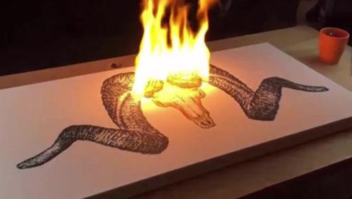 """""""玩火""""的画家,他用火药在纸上画画,这画面简直太棒啦!"""
