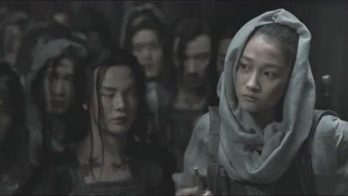 不愧是张艺谋的电影,从服装到武器做工精美,中国难找出第二人
