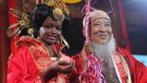60岁中国大爷,迎娶20岁非洲美女之后,生下混血黑宝宝