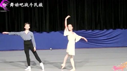 青梅竹马!5岁起开始搭档的芭蕾小演员默契十足